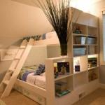 Большая кровать чердак отгороженная стеллажами