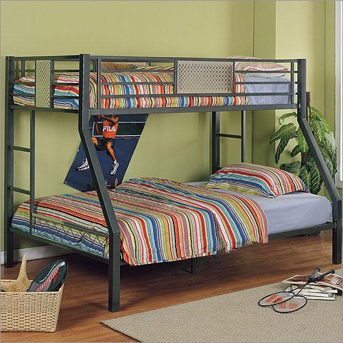 Двухъярусная кровать на металлической раме с толстым матрасом