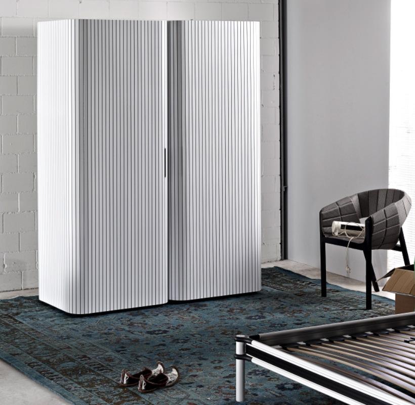 Полукруглый шкаф с раздвижными дверями