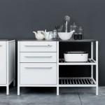 Кухня белого цвета из нержавейки