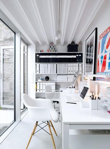 Домашний офис в белых тонах