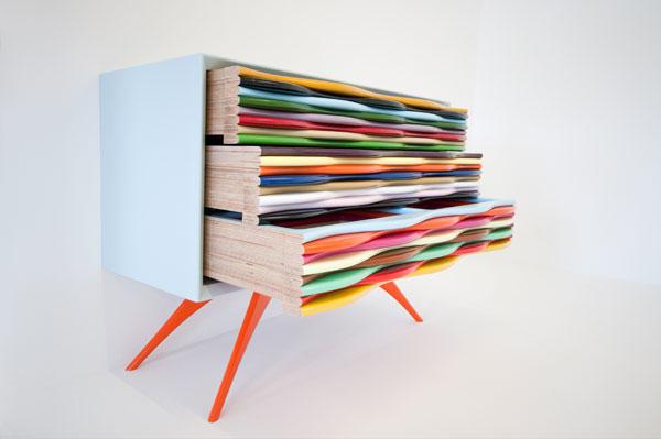 Яркая модная современная мебель. Комод с разноцветными ящиками