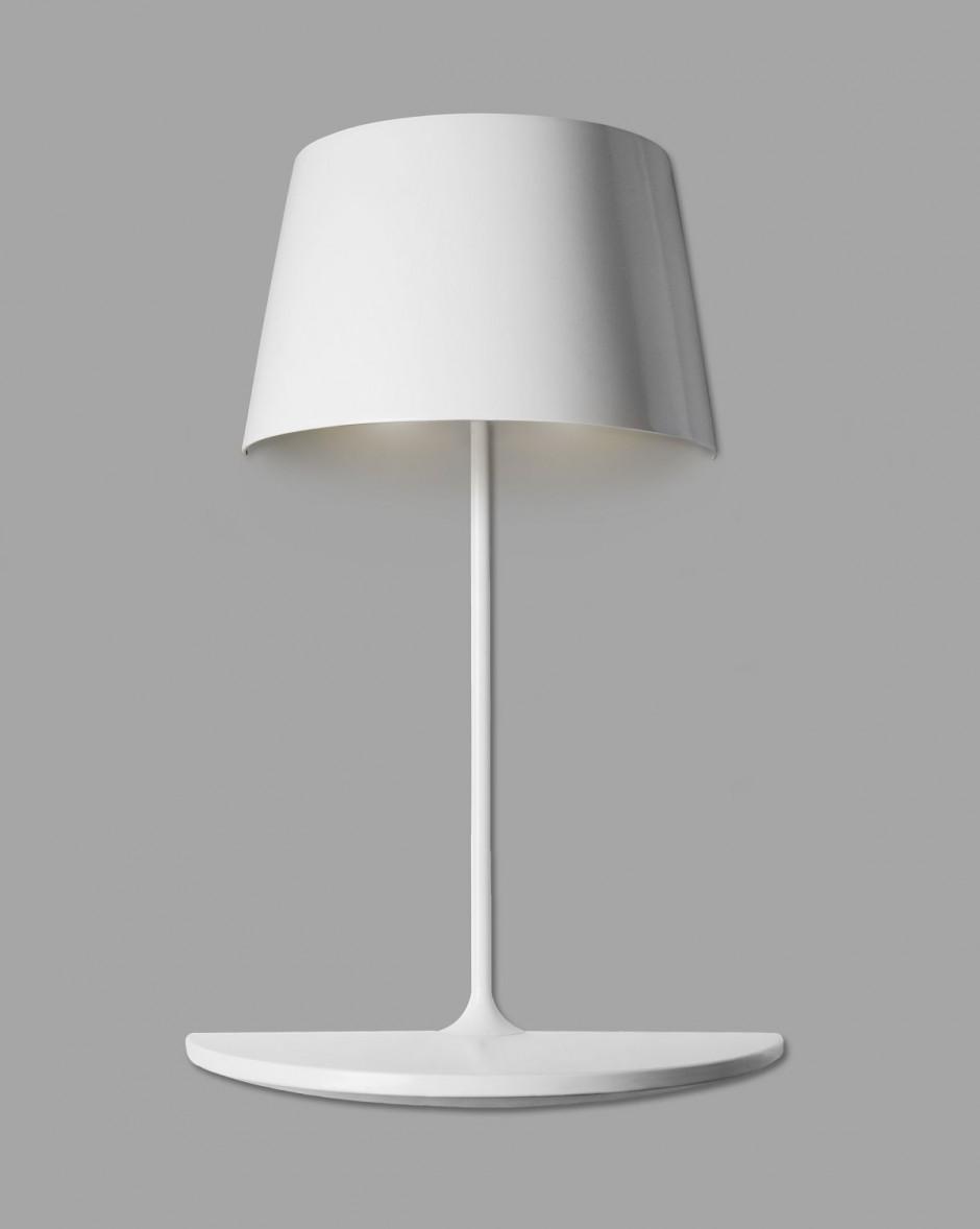 Белый настенный светильник для прихожей