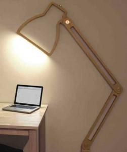 Плоская настольная лампа из дерева