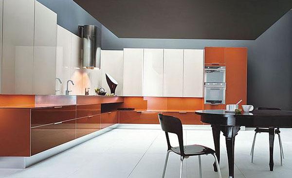 Кухня красного цвета оранжевого