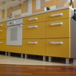 Тумбы с выдвижными ящиками на самодельной кухне