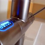 Смеситель для ванной со светящимся индикатором