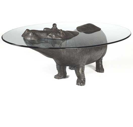 Оригинальный журнальный столик со стеклянной столешницей