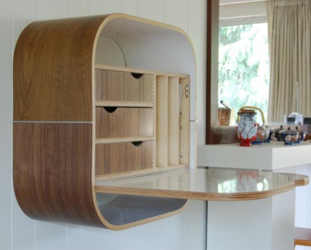Настенный стол-бюро с откидной крышкой столешницей