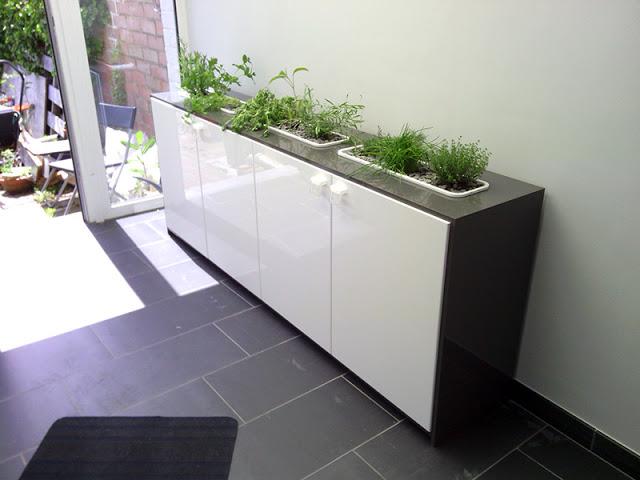 Икеевские кухонные шкафы на полу