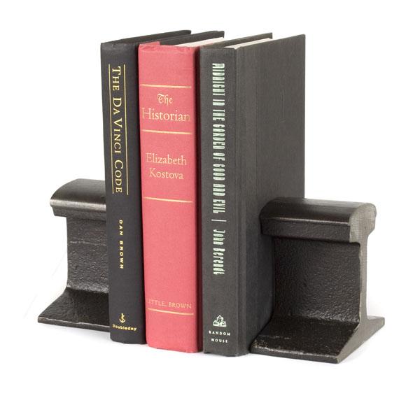 Держатели для книг из отпиленной рельсы