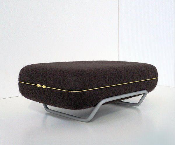 Складной мягкий диван в сложенном виде