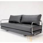 Современный кожаный диван с никилированными подлокотниками