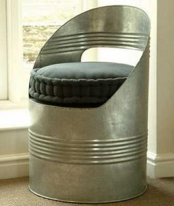 Кресло из старой железной бочки