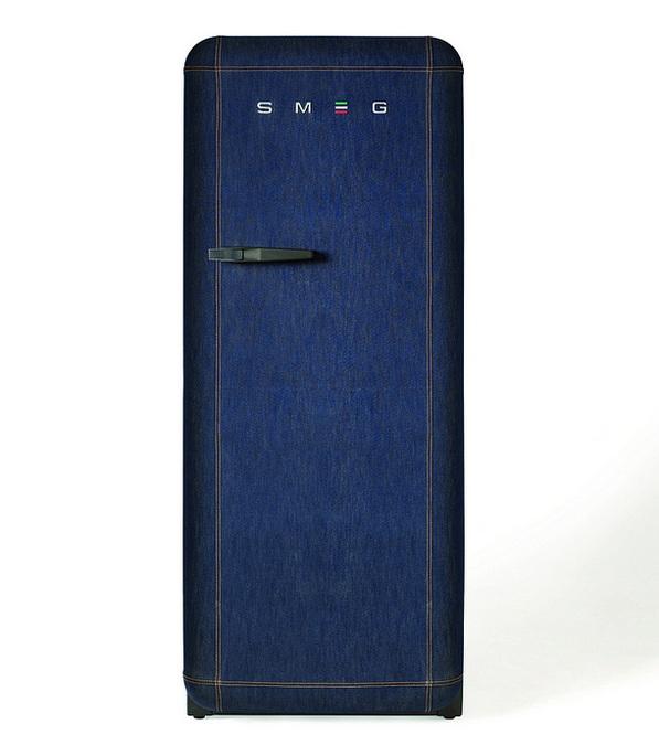 Холодильник голубого цвета