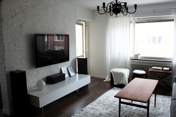 Телевизор, закрепленный на стену