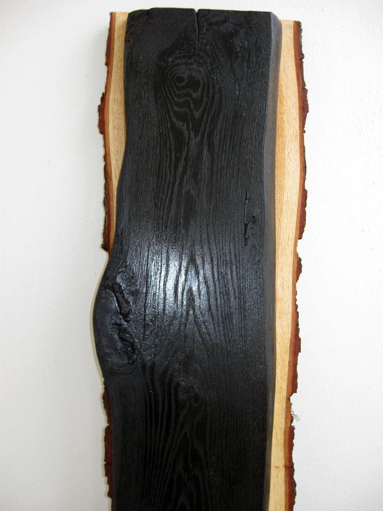 Дубовая доска после обжига и лакировки