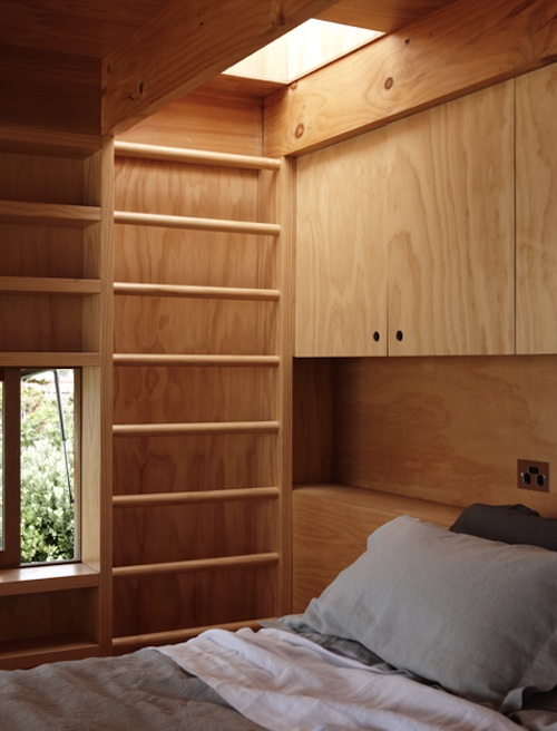 Спальня в небольшом доме