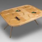 Деревянный стол с игрой