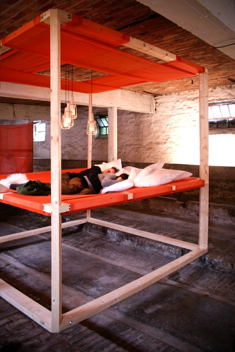 Пример кровати из двух ярусов