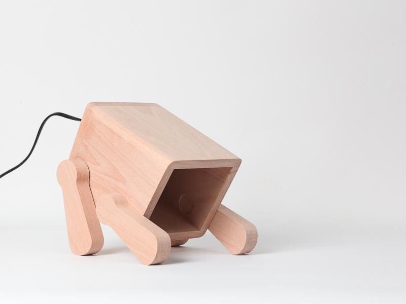 Деревяная настольная лампа