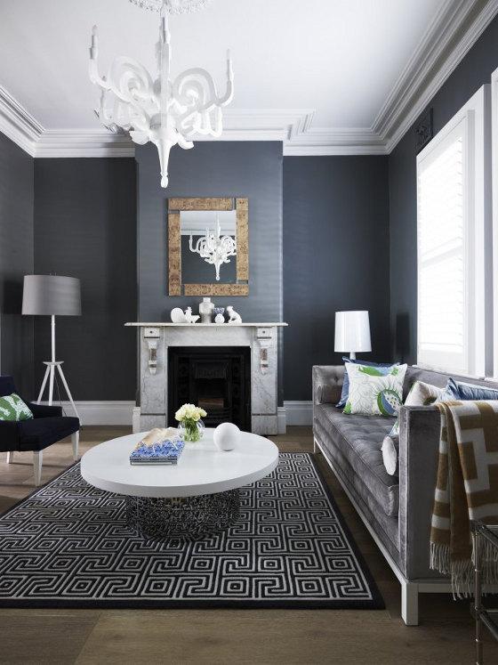Гостиная с темно-серыми стенами