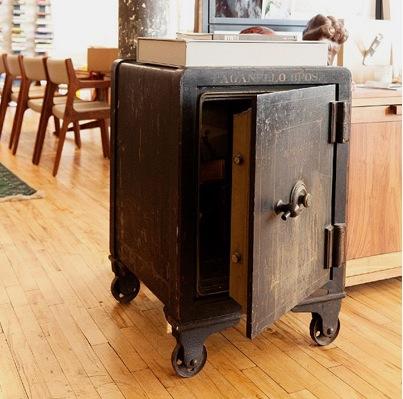 Старый сейф как можный предмет интерьера