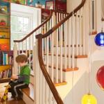 Разноцветные внутренние стенки стеллажей