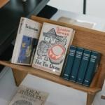 Миниатюрная полка для книг