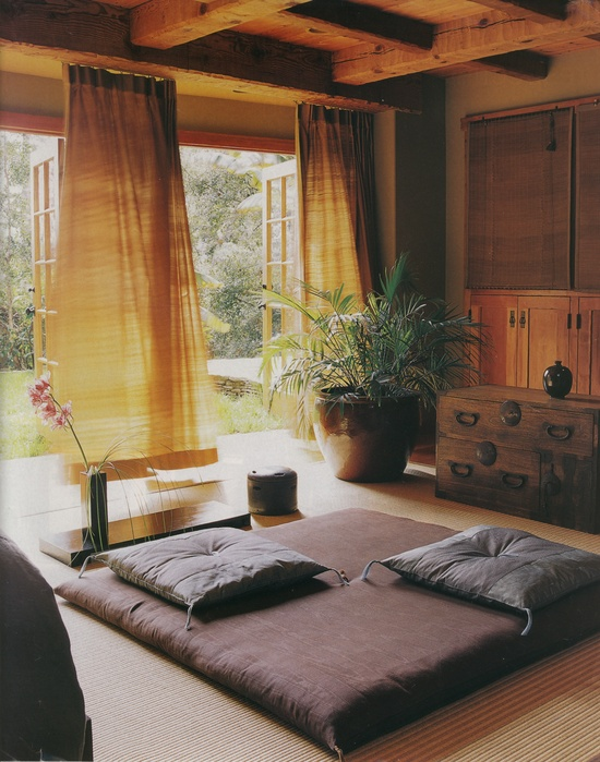 Красиво и со вкусом оформленное помещение для медитации