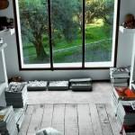 Панорамные окна в комнате для медитации