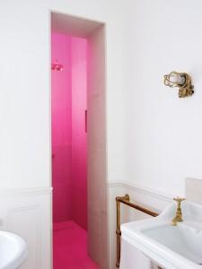 Прозрачная дверь в ванную комнату