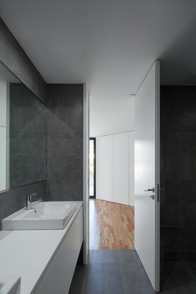 Интерьер ванной на сером фоне