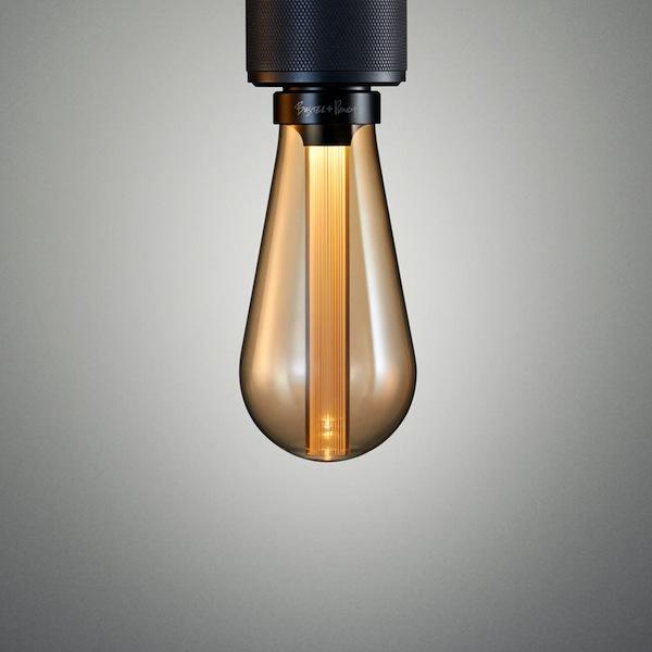 LED лампа с золотистым оттенком стекла