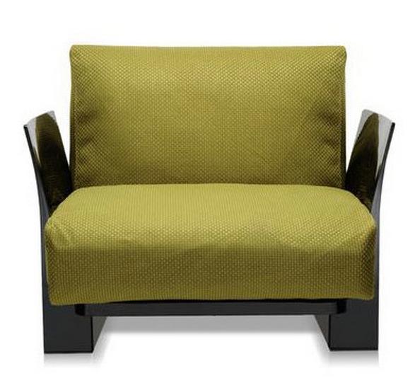 Дымчатый пластик и мягкая мебель