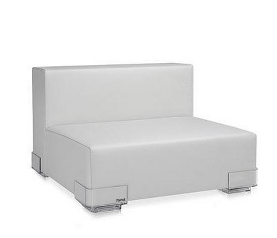Кресло на прозрачном пластике