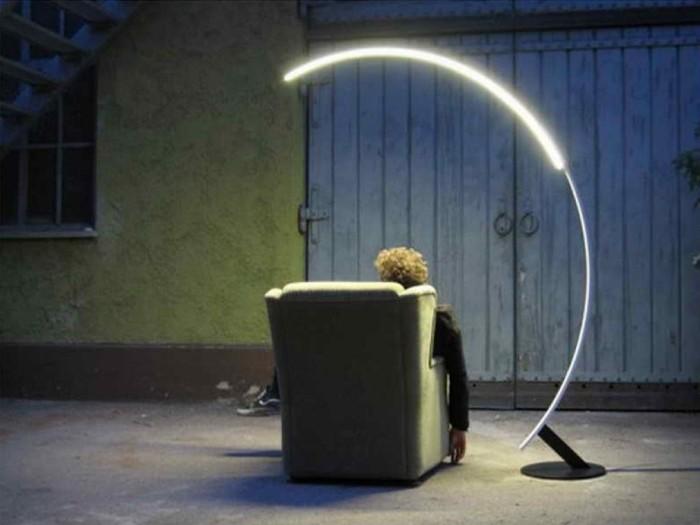 Напольный ЛЕД светильник в виде изогнутой дуги