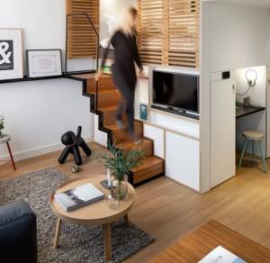 Кровать-чердак -- удачное решение. которое экономит много места в помещении