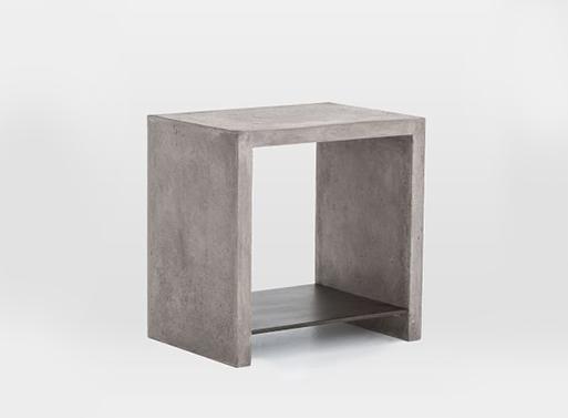 Бетонный стол простой формы