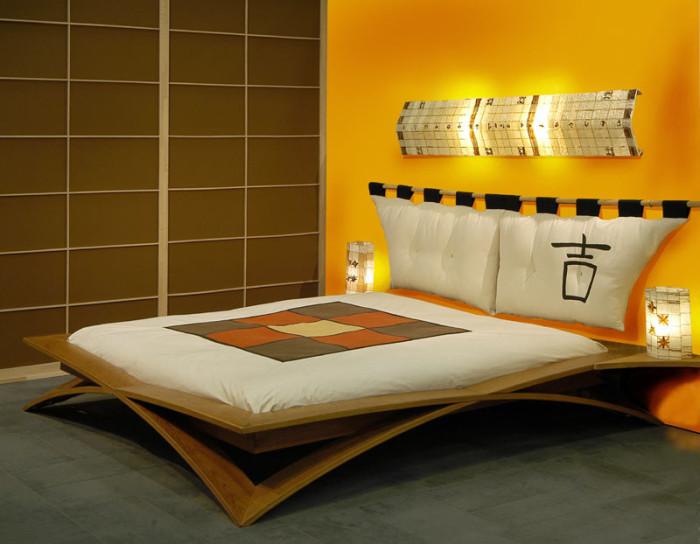 Оригинальная кровать в японском интерьере