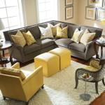 Пример оживления сдержанного интерьера с помощью яркого кресла
