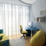 Домашнее кресло желтого цвета у компьютера