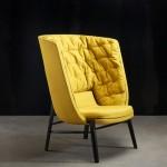 Высокое кожаное кресло