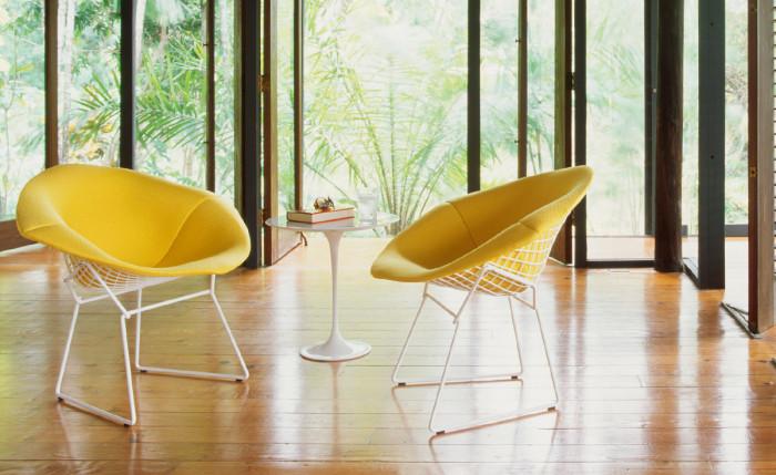 Легкие желтые домашние кресла