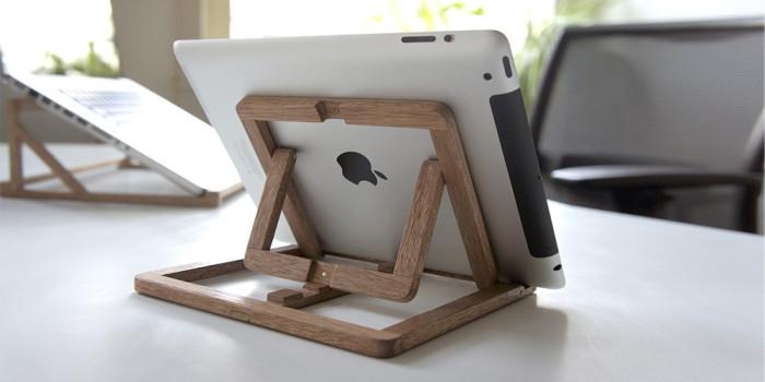 Раскладная подставка для планшета из дерева