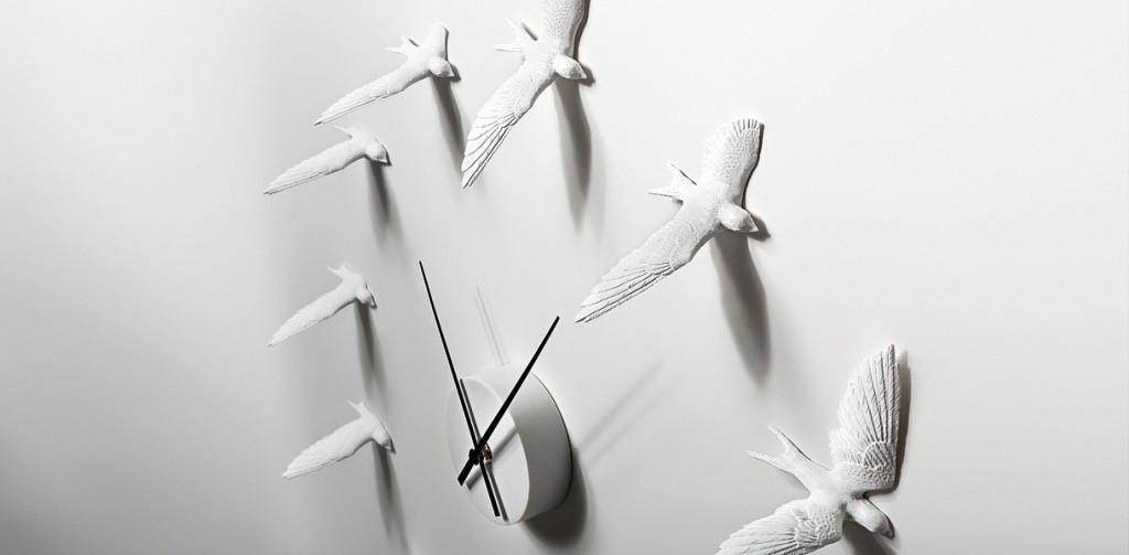 Современные часы с фигурками птиц