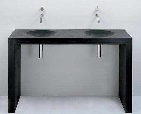 Двойная раковина для ванной на черной полке