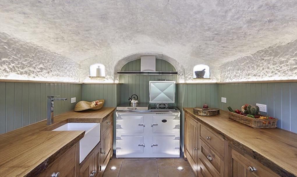 Кухня в переделанном доме
