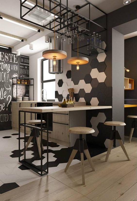 Геометрические фигуры на стене кухни
