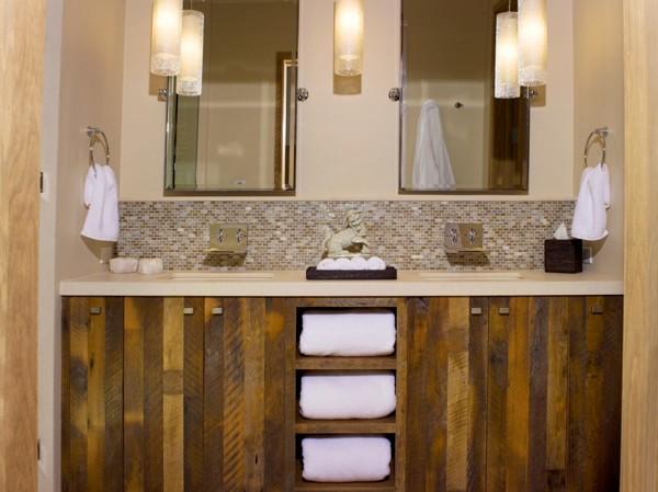 деревянный шкафчик под раковиной в ванной